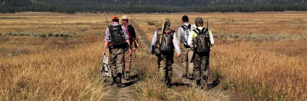 Destockage vtements patagonia et cannes à mouche sage - photos de pêcheurs à la mouche marchant vers la rivière