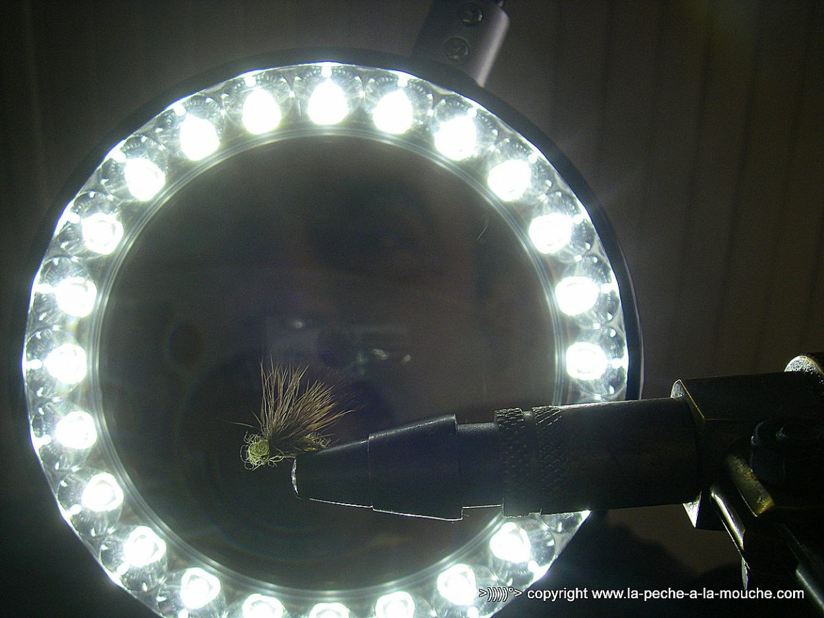 Monter Une Lampe De Chevet monter pêcheune lampe avant la l'ouverture de loupe pour